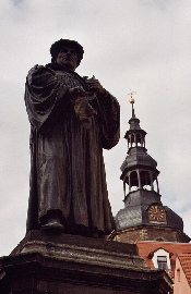 Martin Luther vor Andreaskirche