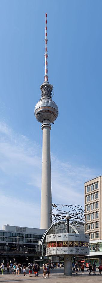 Berlin Weltzeituhr mit Fernsehturm, Alexanderplatz