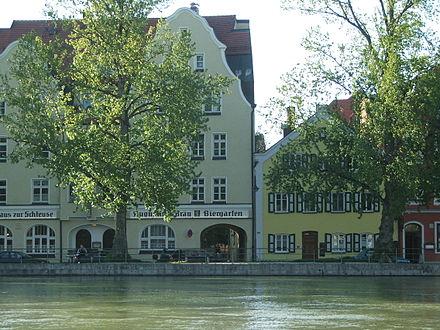 Das Isargestade im Stadtzentrum von Landshut
