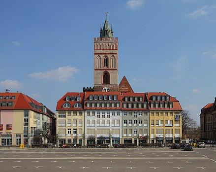 Die Marienkirche mit dem Brunnenplatz