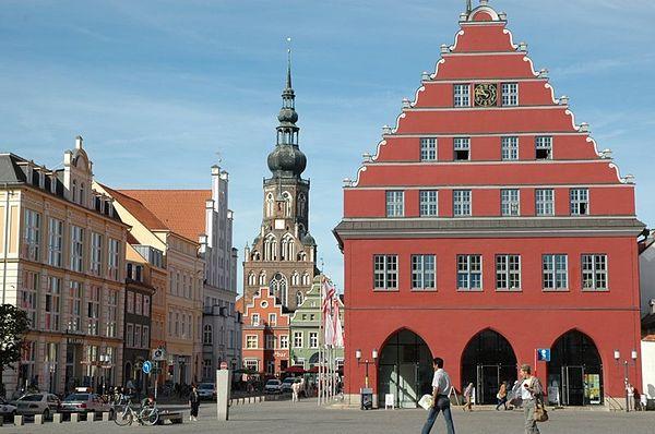Greifswald - Markt mit Rathaus