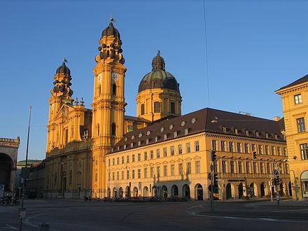 München - Theatinerkirche am Odeonsplatz