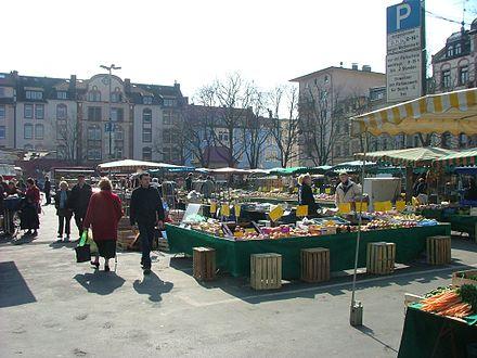 Offenbach - Wochenmarkt am Wilhelmsplatz